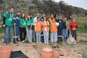 Εθελοντές στη σποροφύτευση της Αιξωνής Γλυφάδας