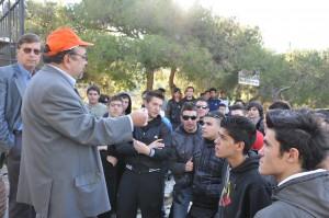 Στιγμιότυπο από την ενημέρωση του διευθυντή του ΣΠΑΥ  προς τους μαθητές του ΕΠΑΛ Ηλιούπολης