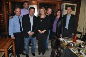 Ο Πρόεδρος και η Αντιπρόεδρος του ΣΠΑΥ, ο Διοικητής του 1ου Πυροσβεστικού Σταθμού Αθηνών, ο Αντιδήμαρχος Βύρωνα, ο επικεφαλής της Εθελοντικής Ομάδας και οι Τσέχοι επίσημοι.
